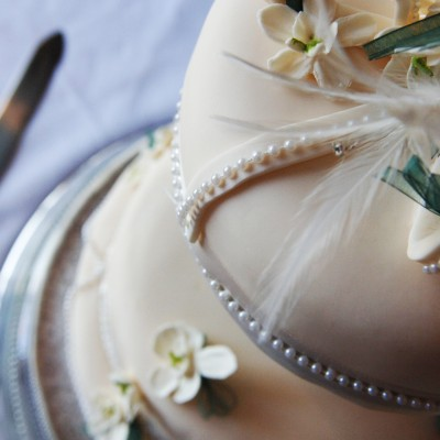 Bespoke Blooms; Stylish Flowers and Beautiful Cakes.